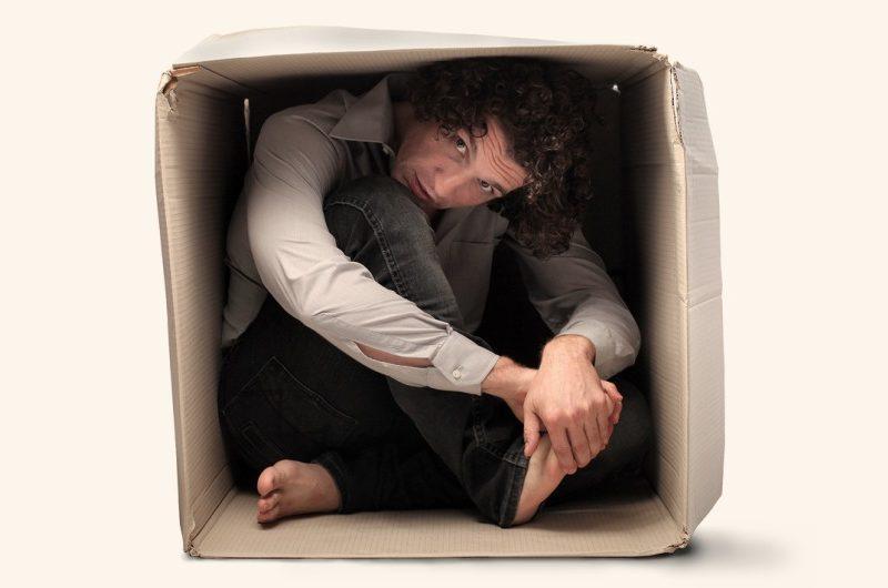 preso na caixa 800x530 - SAIR DA CAIXA: O SEGREDO DO MINDSET ANTIFRÁGIL, LARGAR O BOM PARA ALCANÇAR O ÓTIMO